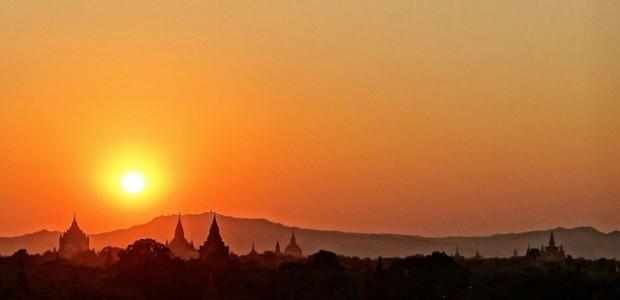 A 10h de bus de Rangoon se trouve le premier royaume birman, nommé aujourd'hui Bagan. Ces plaines où la sécheresse est intense sont maculées de temples sur quelques km2. […]