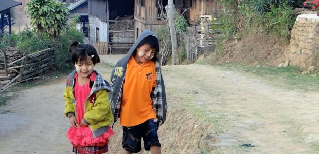 Du lac Inlé, nous prenons un bus de nuit jusqu'à Hsipaw. Nous découvrons le «trafic jam» des montagnes birmanes: les voies dans les deux sens complètement bloquées pendant plusieurs […]
